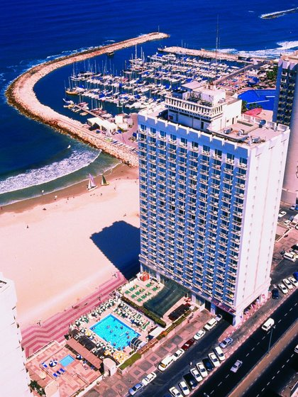 Отель Crowne Plaza Tel Aviv Beach